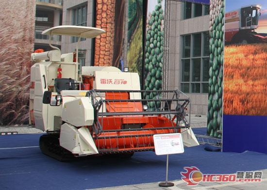 使收割机的重量和接地面积达到; 这款雷沃谷神rg25水稻收割机2010年